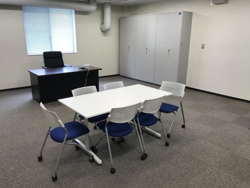 既存家具とクリーニングで(カーペットは張替えました)執務室リニューアル!!